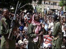 A crowd in Mogadishu listens to Mr Aweys speak