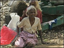 Ethnic Tamils at a camp northeast of Colombo (24/04/2009)