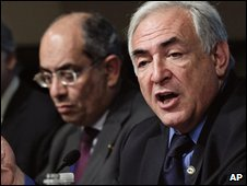 IMF Managing Director Dominique Strauss-Kahn, right, Egyptian Finance Minister Youssef Boutros-Ghali (left) in Washington DC (25/04/2009)