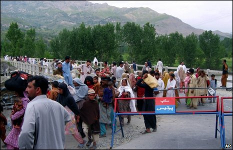 Residents flee fighting in Pakistan's Lower Dir district, 26 April