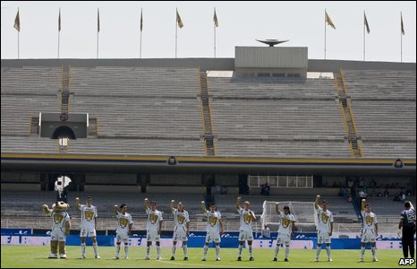 Pumas players wave before their Mexican league football match against Guadalajara in an empty stadium, Mexico City, 26 April