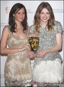 Kaya Scodelano and Hana Murray of Skins