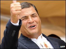 Ecuador's President Rafael Correa celebrates exit poll results in Guayaquil (26/04/2009)
