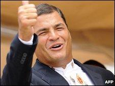 Ecuador's President Rafael Correa celebrates exit poll results in Guayaquil (26/04/2009)