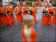 Thai novice buddhist monks in bangkok (april 2009)