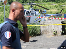 Policeman standing nearby abandoned helicopter on Reunion (27 April 2009)