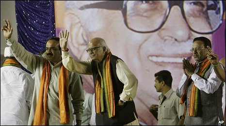 LK Advani campaigns in Bangalore