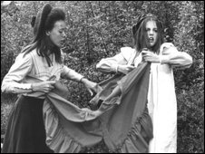Jenny Agutter and Sally Thomsett in the fim of The Railway Children