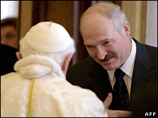 Alexander Lukashenko meets the Pope (27 April 2009)