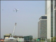 Mobile phone photo of Boeing 747 flying low over New York harbour, followed by an F-16 fighter jet, 27 April 2009