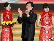 Jackie Chan with two cheong-sam ladies at Beijing charity concert Nov 08