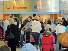 Passengers returning from Mexico at Manchester airport, 28 April 2009
