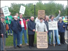 Protestors at the opencast coalmine public inquiry