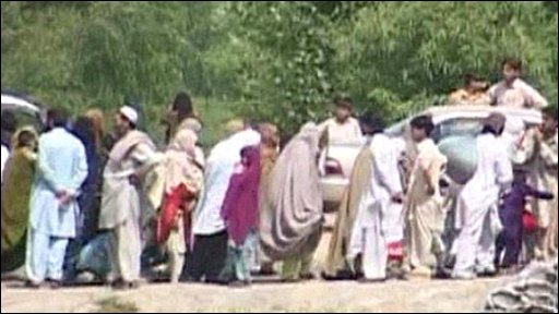 Civilians flee fighting in Pakistan