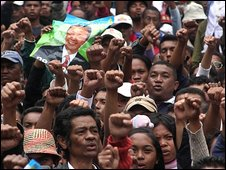 Supporters of Madagascar's ousted president Marc Ravalomanana during a rally in Antananarivo, 16 April 2009