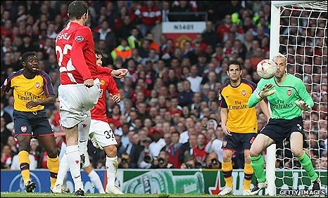 Man Utd right-back John O'Shea powers in a strike for his side against Arsenal in their Champions League semi-final, first leg