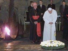 Pope John Paul II visits Yad Vashem, 2000