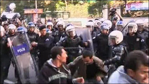 Protester clash with police in Istanbul, Turkey