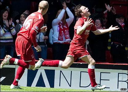 Chris Maguire celebrates his goal