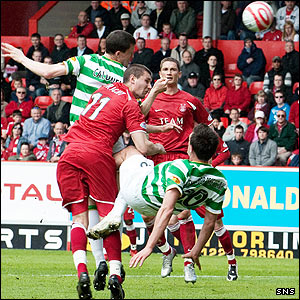 Gary Caldwell heads the ball towards goal