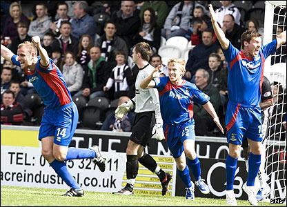 Grant Munro celebrates his goal