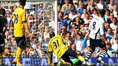 Jermaine Jenas scores for Tottenham