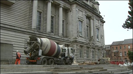 Cement mixer lorry outside the Ulster Museum