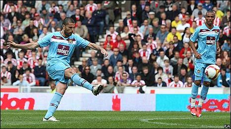 Diego Tristan scores for West Ham