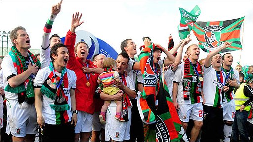 Glentoran celebrate winning the JJB Sports Premiership after their win over Clitinville at the Oval