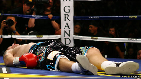 _45730835_rick_466_get - British Fans Shocked Over Hatton's Knockout - Sports and Fitness