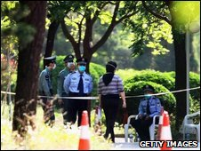 Woman prevented from entering Beijing's Guo Men hotel