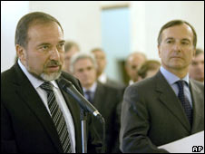 Israeli Foreign Minister Avigdor Lieberman (left) and his Italian counterpart Franco Frattini in Rome