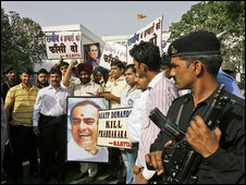 """Members of the Anti Terrorist Front hold placards supporting the Sri Lankan government""""s action against the Tamil tigers in New Delhi"""