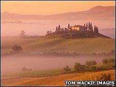 Villa at Belvedere in Mist, San Quirico d'Orcia, Tuscany (photo: Tom Mackie)