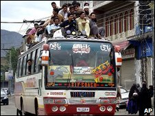 Residents of Mingora flee by bus