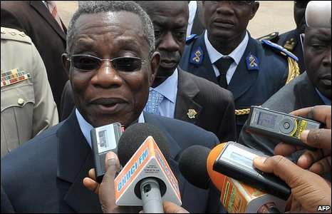 President John Atta Mills of Ghana at the Yamoussoukro airport