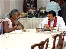 President Rajapaksa with Chief Wanniya  (r)