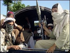 Pakistani Taleban fighters in Buner, north-west Pakistan (24/04/2009)