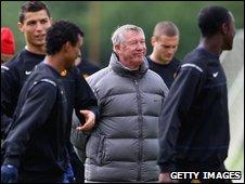 Sir Alex Ferguson with his players
