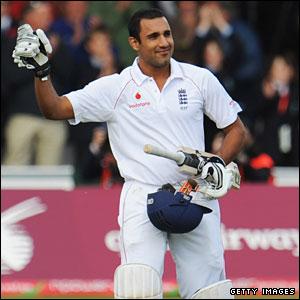 Ravi Bopara salutes his century