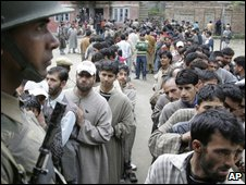 Kashmiri voters in Srinagar on 7 May 2009