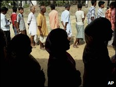 Villagers wait to vote at Kashtala in Khejuri, south-west of Calcutta, on 7 May 2009