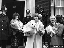 Joanna Lumley in Downing Street, 1980