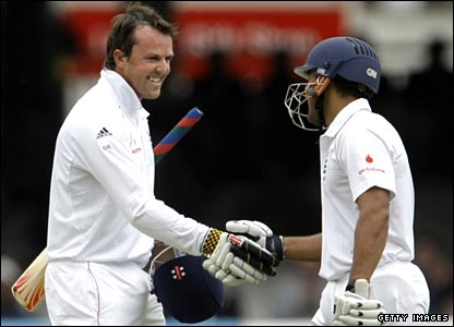 Bopara (right) congratulates Swann