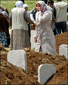 A woman mourns for the victims of the attack (6 May 2009)