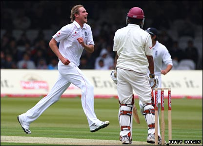Broad celebrates his second wicket