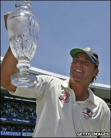 Shane Warne lifts the Ashes trophy in 2007