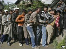 Kashmiris queue to vote