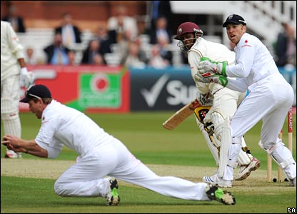 Paul Collingwood catches Shivnarine Chanderpaul
