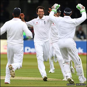 Onions takes his fourth wicket